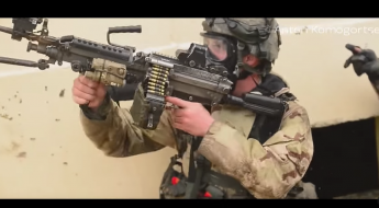 101st airborne soldier aims gun at the enemy
