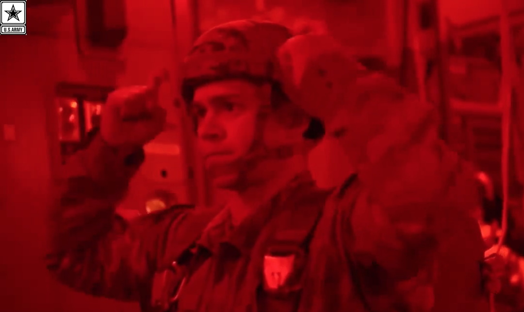 [VIDEO] Army Paratroopers Night Jump – The Legendary 82nd Airborne Division