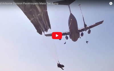 [VIDEO] 82nd Airborne Division Paratroopers Mass Tac Jump